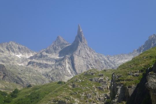 L'Aiguille Dibona sur le chemin du Soreiller